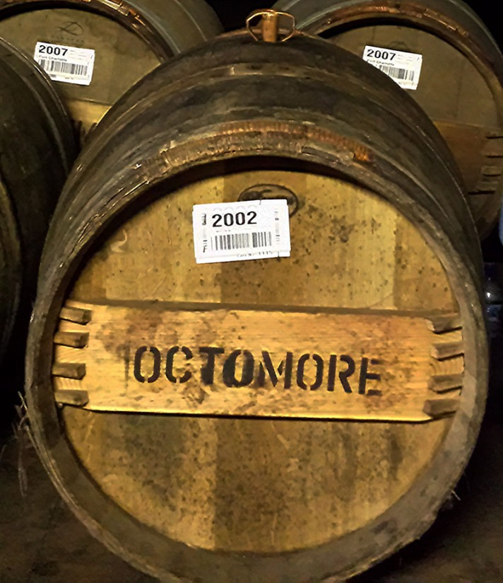 whisser-bruichladdich-warehouse-tasting-octmore-1-2002-dyquem-cask-1115_800