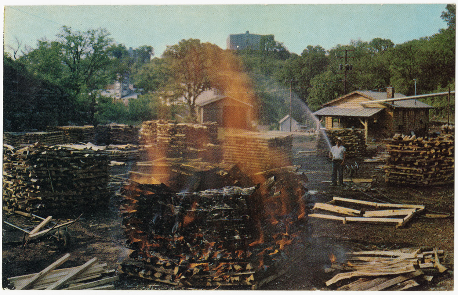 making_charcoal_at_jack_daniels_jack_daniel_distillery_lynchburg_pop-_361_tennessee